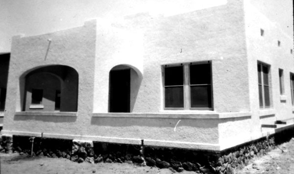 The home above has strong elements reminiscent of the Sonoran style in its flat roof with parapet.